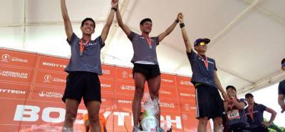 El atleta santandereano Víctor Manuel León Delgado (centro) ganó, al igual que el año pasado, los 10k Bodytech que se corrieron ayer en Bucaramanga.