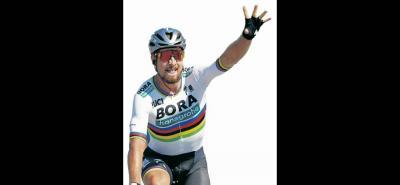 El eslovaco Peter Sagan logró imponerse ayer en la segunda etapa del Tour de Francia, ganándole el embalaje a un reducido grupo en el que no estaba el colombiano Fernando Gaviria, quien se vio afectado por una caída a poco menos de dos kilómetros para la meta. Sagan venció con el tradicional 'golpe de riñón' al italiano Sonny Colbrelli.