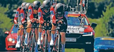 El BMC rodó a casi 55 kilómetros por hora e hizo valer su condición de favorito y terminó quedándose con la victoria en la tercera etapa del Tour de Francia, una contrarreloj por equipos, y puso al belga Greg Van Avermaet, en el liderato de la 'Grande Bouclé'.