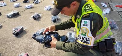 Muchos elementos incautados son artículos como ropa y juguetes que son producidos en países con menores costos de producción y por ello resultan más baratos que los colombianos.