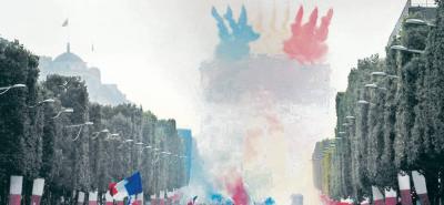 La avenida de los Campos Elíseos se vistió de gala para darle el recibimiento que merecía la mejor selección del Mundial de Rusia 2018.
