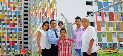 Diego Orlando Orduz y su familia, beneficiario de subsidio de vivienda.