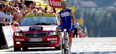 El francés Julian Alaphilippe le dio ayer el primer triunfo parcial a su país en la presente edición del Tour de Francia, y de pasó llevó a su equipo, el belga Quick Step - Floors, en donde corre el colombiano Fernando Gaviria, a su victoria número 50 de la temporada 2018.