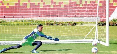 El santandereano James Aguirre defenderá el arco del Bucaramanga ante Junior.