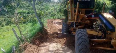 Este mes se hizo mantenimiento de la vía a la vereda San Gabriel, donde se realizó perfilado y cuneteo de la carretera.