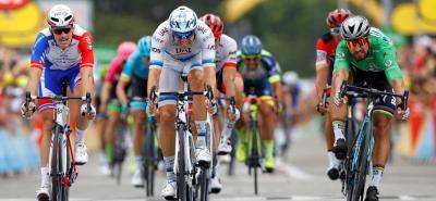 Peter Sagan (Bora) aprovechó el regreso al esprint tras el sufrimiento en los Alpes para lograr el triplete en la decimotercera etapa del Tour de Francia, entre Bourg D'Oisans y Valence, de 169,5 kilómetros, jornada de transición en la que no hubo cambios en los primeros lugares.