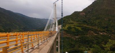 El puente atirantado garantizará la conectividad de dos vías principales, Bogotá-Bucaramanga-Santa Marta y Bogotá-Cúcuta.