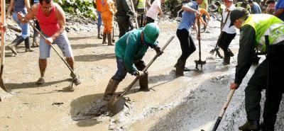 El trabajo mancomunado entre la Policía, el Ejército Nacional, los organismos de Socorro, maquinistas y comunidad en general se articuló ayer en beneficio de los sectores que resultaron afectados.