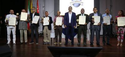 Dentro de la segunda entrega de los premios a 'La Piedecuestaneidad' la Administración Municipal reconoció el trabajo desarrollado por los agricultores, entre los que se destacan: Henry Lozano, Justa Gualdrón, Martha Reyes, Hermes Lizcano y Javier Lizcano.