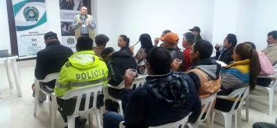 La actividad se realizó con ciudadanos del municipio de Vélez y aledaños, para que conocieran los comportamientos que deben tomar en sus actividades personales o de liderazgo.