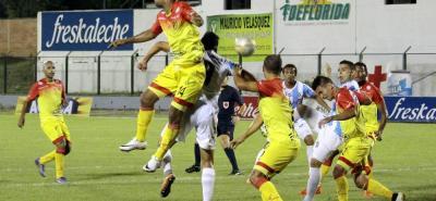 Real Santander recibe esta noche en Floridablanca a Deportivo Pereira, con la misión de acabar con la sequía de victorias en el Torneo Águila. El cuadro 'realista' es colero del certamen y enfrenta al segundo clasificado, que únicamente es superado por Cúcuta.