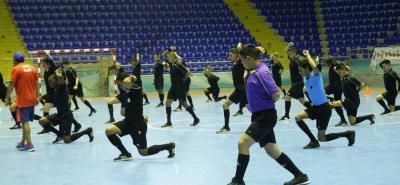 Los árbitros de fútbol sala realizaron en la tarde de ayer pruebas físicas en el coliseo Bicentenario 'Alejandro Galvis'