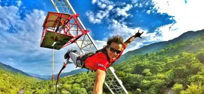 San Gil, conocido como el centro de deportes de aventura, ofrece actividades como canotaje en el río Fonce, una de las experiencias más apetecidas por los turistas nacionales y extranjeros.