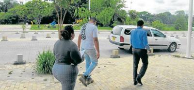 La familia de Dison Barrera Fontecha esperaba ayer por la entrega de su cuerpo en Barrancabermeja.