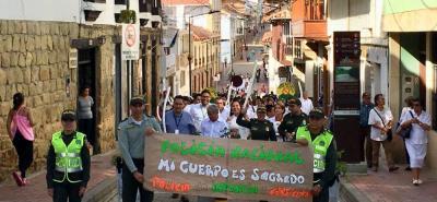 En Socorro, la movilización recorrió la carrera 14, desde el Parque Antonia Santos hasta el Parque de la Independencia. Una jornada pacífica, con un mensaje claro por la defensa de los niños, niñas y adolescentes.