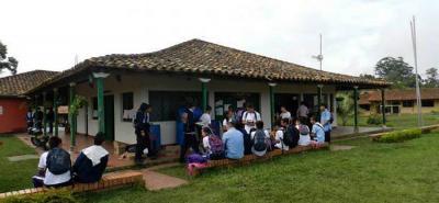 Sin ninguna duda una de las experiencias significativas de la educación rural de Piedecuesta la aporta el colegio Agro Ecológico Holanda con el Café Literario y la Huerta.