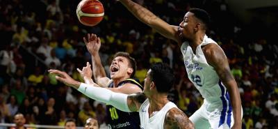 Con el santandereano Hansel Giovanny Atencia Suárez como gran figura, el baloncesto masculino se quedó con la medalla de plata del torneo de la pelota 'naranja' de los Juegos Centroamericanos y del Caribe, al perder con Puerto Rico 91-68.