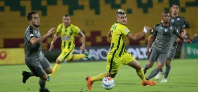 Con una dudosa actuación del árbitro, Equidad venció 2-0 al Atlético Bucaramanga