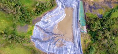 El estudio técnico determinó que la  principal causa del colapso de la represa fue la modificación del ducto diseñado para el manejo de aguas.