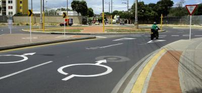 La rotonda de Trefilco que ha ayudado a descongestionar la movilidad en la carrera 26 fue uno de los proyectos terminados que ya recibió señalización, por parte del contratista.