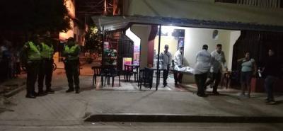 En este establecimiento se registró la riña que dejó una persona muerta y otra capturada. La Sijín hizo el levantamiento.