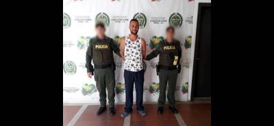 Este hombre fue capturado por la Policía, luego de que fue sorprendido violando la orden de prisión domiciliaria. Será procesado por fuga de presos.