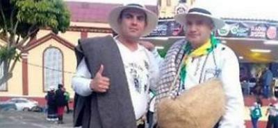 En el marco de las fiestas de Vélez se llevó a cabo el VIII Encuentro Regional de Copleros, Retahileros y Dichos Costumbristas. En la foto, los representantes de El Peñón, Edelberto Rojas y Juan Carlos Murcia.