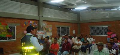 Los agentes de la Secretaría de Movilidad de Lebrija están capacitando a la ciudadanía.