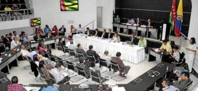 En 2013, la Asamblea departamental facultó al Contralor de la época para que liderada la reestructuración administrativa de la Contraloría de Santander, acto que resultó ser irregular.