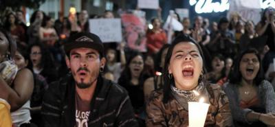 Con pancartas y cánticos feministas mujeres se reunieron en la Plaza de la Cultura.