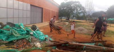 De acuerdo con lo denunciado, ante tal desatención la misma ciudadanía se ha visto obligada a realizar labores de limpieza y de mantenimiento en este tipo de escenarios.