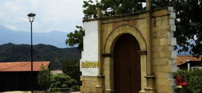 De acuerdo con el guía Ludwing Barajas, el primer monumento que se debe visitar es la Puerta de Girón.