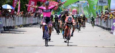 El velocista Sebastián Molano (Manzana-Postobón) se adjudicó ayer la décima etapa de la Vuelta a Colombia, en tanto que el ecuatoriano Jonathan Caicedo (Team Medellín), se mantuvo al frente de la general individual.