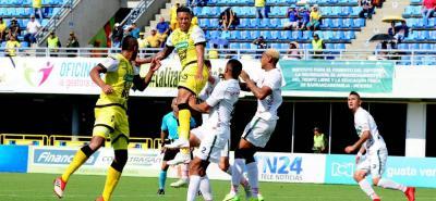 Alianza Petrolera, con tres goles de cabeza de Maicol Balanta, César Arias y Cristian Flórez, superó 3-2 a Patriotas y se mantuvo entre los ocho mejores de la Liga Águila II de 2018.
