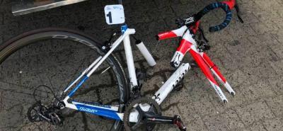La bicicleta del santandereano también padeció los golpes del insólito accidente.