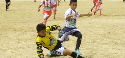 El equipo del Barrio Santander Parte Alta de Villa del Rosario, Norte de Santander (Gris) goleó 4-0 al representativo del Barrio La Victoria de Bucaramanga.