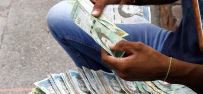 El Gobierno de Venezuela publicó ayer en la gaceta oficial que el IVA subirá de 12 % a 16 % de forma general y no solo para los artículos suntuarios.