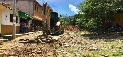 Las obras tendrán una duración de 40 días según funcionarios de la Administración Municipal. Por ahora ya hay maquinaria en el sector removiendo la piedra que durante muchos años sirvió de vía para los vehículos que por allí transitan.