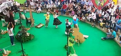 La delegación sangileña que visitó el eje cafetero estuvo integrada por 32 personas, entre quienes hubo representantes del empresariado turístico, Alcaldía municipal y artistas de grupos musicales y de danzas de la provincia Guanentá.