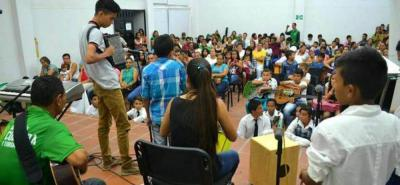 Profesores expertos en cada área son quienes lideran las escuelas de formación para niños y jóvenes.