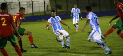 Néstor Arenas anotó el único gol de Real Santander en la derrota 2-1 ante Barranquilla en el estadio Álvaro Gómez Hurtado de Floridablanca.