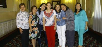 Constanza Sarmiento Bloom, Martha Lucía Mantilla, Martha Rocío Vásquez, Martha Susana de Gómez, María del Pilar Londoño, Rocío Navarro y Liliam Amparo Cruz.