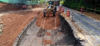 De acuerdo a la concesionaria, las lluvias de los últimos días incidieron en que colapsara uno de los carriles de la vía entre Bucaramanga y Barrancabermeja.