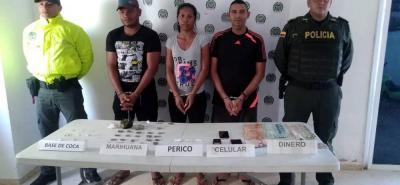 Estas tres personas fueron detenidas en el barrio Colombia de Puerto Wilches, mediante órdenes de captura por delitos relacionados con microtráfico.