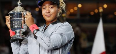 Naomi Osaka, hija de papá haitiano y de mamá japonesa, se proclamó ayer campeona del US Open al derrotar en dos sets a la gran favorita, Serena Williams.