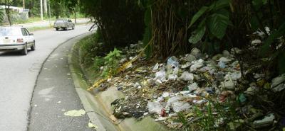 Este es uno de los focos de contaminación hallados sobre la vía Bucarica - El Carmen.