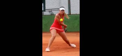 La santandereana Daniela Carrillo logró el título de sencillos en la Copa Profesional de Tenis Clase B, tras vencer en dos sets a la antioqueña Yuliana Monroy.
