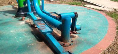 La mayoría de las máquinas, con apenas un año de uso, ya tienen las piezas oxidadas y sueltas.