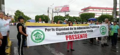 La carrera 28, en la zona escolar, fue tomada ayer en la mañana por los sindicatos de educadores con presencia en Barrancabermeja.
