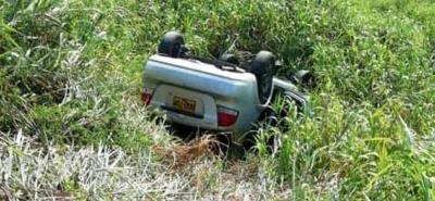 El carro se salió de la vía y dio varias volteretas, explicó el transportador.